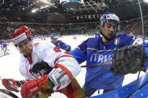 19.04.2015MISTRZOSTWA SWIATA W HOKEJU NA LODZIE, IIHF ICE HOCKEY WORLD CHAMPIONSHIP DIV I GROUP APOLSKA - WLOCHYn/z. ARON CHMIELEWSKI, GRAPHAEL ANDERGASSEN